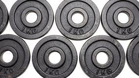 黑金属衡量1kg和2kg在白色背景与裁减路线 库存照片