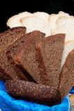 黑面包白色 免版税库存照片