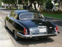 黑颜色捷豹汽车标记x在利马圣Isidro区停放了 库存照片