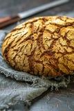 黑麦传统手工的面包大面包  库存图片