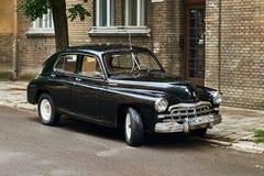 黑GAZ-M20 Pobeda汽车发布大约1950年在苏联的葡萄酒在街道上停放了 免版税库存图片