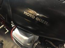 黑Moto Guzzi摩托车 免版税库存图片