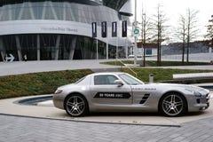 默西迪丝AMG在奔驰车博物馆的跑车 库存图片