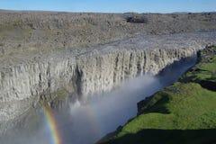 黛提瀑布冰岛小瀑布有一条小彩虹的 库存图片