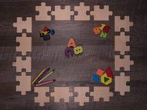 鼓励及早学会的木难题框架 免版税图库摄影