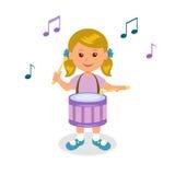 鼓女孩使用 隔绝在白色演奏鼓的背景快乐的婴孩 库存例证