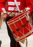 鼓手前进的英国士兵 库存图片