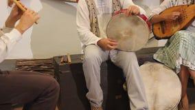 鼓手和曼陀林陪同的长笛 图库摄影
