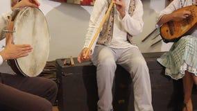 鼓手和曼陀林陪同的长笛 免版税库存照片