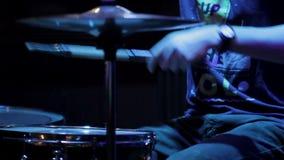 鼓手执行在音乐会 股票录像