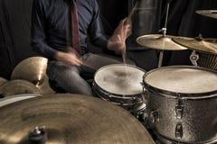 鼓手独奏在圈套 免版税图库摄影