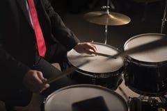鼓手的手 免版税库存照片