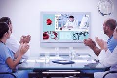 鼓掌在会议期间的医生队的综合图象 免版税图库摄影