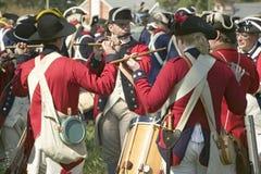 鼓笛和鼓音乐家在Endview种植园执行(大约1769)作为225th周年o一部分,靠近约克镇弗吉尼亚, 免版税库存图片