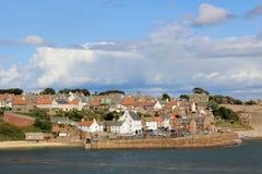 从鼓笛沿海小径苏格兰的Crail港口 图库摄影