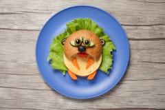 仓鼠由面包和菜做成在桌 免版税库存图片