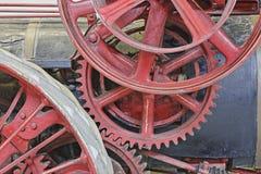 齿轮特写镜头在古色古香的蒸汽引擎的 库存照片