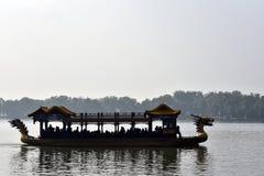 龙中国人小船 免版税图库摄影