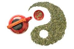 龙井市茶和茶杯茶壶在太极队形象 图库摄影
