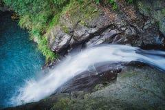 龙凤瀑布在晴天,射击在肖乌来风景区,复兴区,桃园,台湾 库存图片
