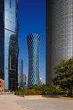 龙卷风塔,是一个偶象摩天大楼在多哈,卡塔尔 库存照片
