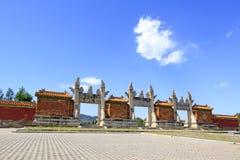 龙和菲尼斯门在清宫D的东部皇家坟茔 免版税库存图片