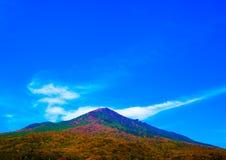 龙喜欢在Mt.筑波的形状云彩秋天 库存图片