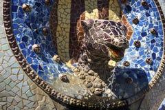 龙喷泉在公园Guell,巴塞罗那,西班牙 免版税库存图片