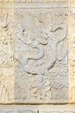 龙在东部皇家坟茔的白色大理石岩石雕刻了  库存图片
