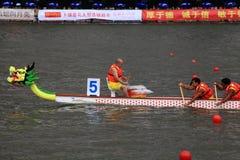 龙在瓷的小船比赛 免版税库存照片