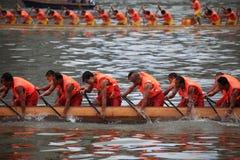 龙在瓷的小船比赛 图库摄影