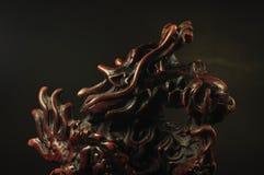 龙在黑背景的香炉 库存照片