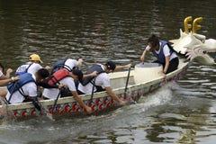 龙在Melacca河的小船竞争 库存图片