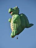 龙形状的热空气气球 库存图片