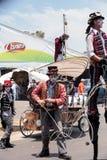 龙授以爵位steampunk高跷步行者 免版税库存图片