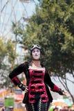 龙授以爵位steampunk高跷步行者 图库摄影