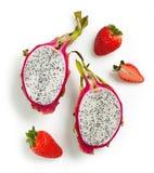 龙果子或Pitahaya和草莓 免版税库存图片
