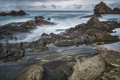 龙标度海景象岩石的 免版税库存图片
