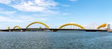 龙桥梁在岘港市市2015年5月 免版税库存图片