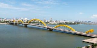 龙桥梁在岘港市市2015年5月 图库摄影