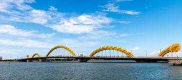 龙桥梁在岘港市市2015年5月 免版税库存照片