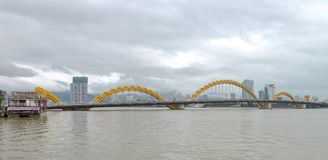 龙桥梁Cau荣,岘港市越南 免版税库存图片