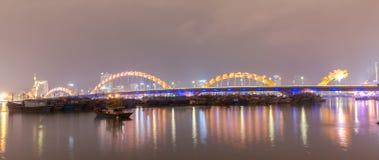 龙桥梁Cau荣,岘港市越南 库存图片