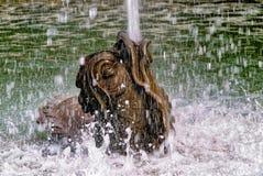 龙水池的细节在凡尔赛城堡的从事园艺 库存照片