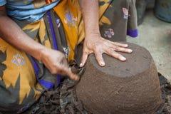 龙目岛海岛瓦器制造商 库存照片