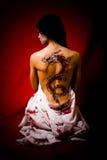 龙纹身花刺妇女年轻人 图库摄影