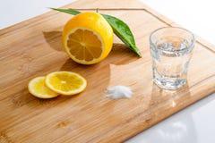 龙舌兰酒射击用新鲜的柠檬和盐 库存照片
