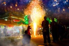 龙舞蹈为一次月球新年庆祝执行了 免版税库存照片