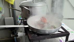 龙虾的准备用在平底锅的蕃茄 股票录像