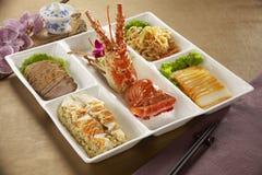 龙虾的Bento切了猪肉、米和菜在日本r 库存照片